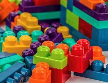 Análisis de juguetes y artículos escolares